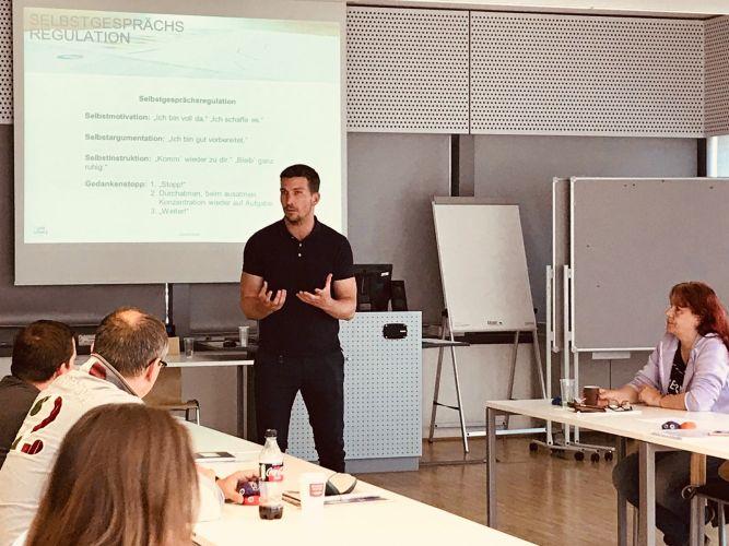 Coaching Mentalcoaching Sport Mental Seminar Vortrag Workshop Business Betriebliche Gesundheitsförderung Psychische Gesundheit am Arbeitsplatz Persönlichkeitsentwicklung Persönlichkeitsbildung
